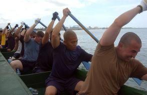 1024px-US_Navy_070425-N-4198C-002_Personnel_Specialist_1st_Class_Omar_Saliba_and_Hospital_Corpsman_1st_Class_Ryan_De_La_Cruz_lead_the_men^rsquo,s_Navy_rowin