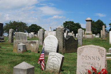 1024px-Newport_Cemetery